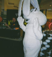 Kid party with the Trix rabbit and Kidsdance!
